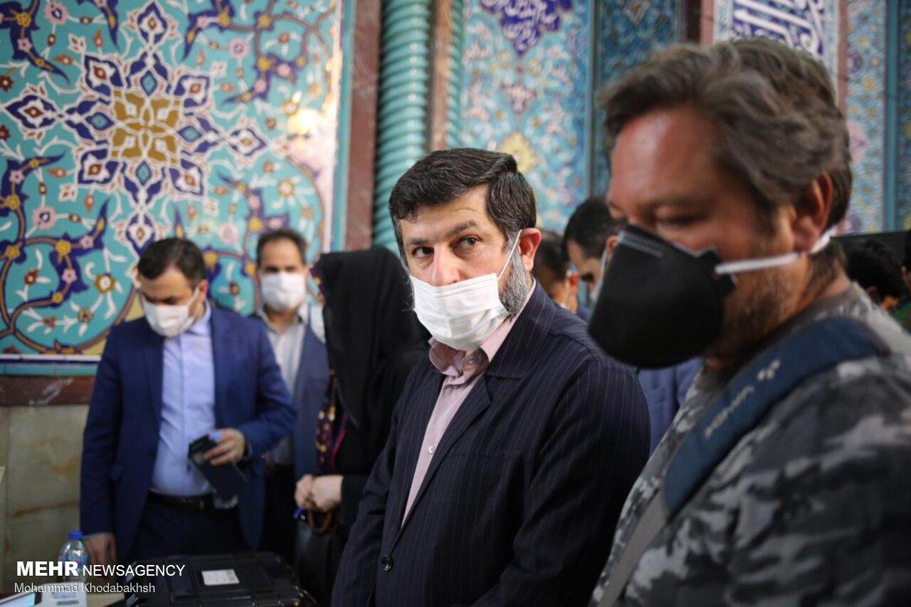 استاندار جنجالی خوزستان در صف رای+عکس