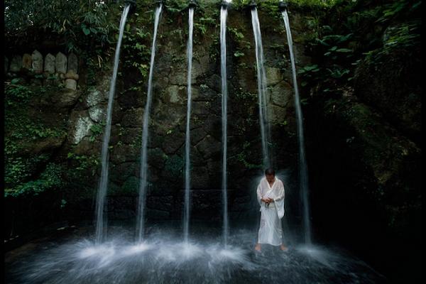 یوگا در عجیب ترین جای ممکن+عکس