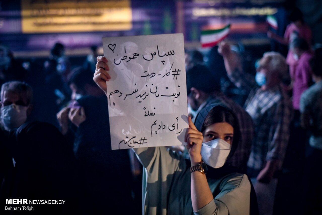 پلاکارد جالب یک دختر تهرانی خطاب به مردم+عکس