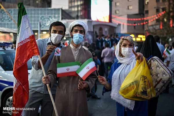 یک تصویر خاص از جشن هواداران رئیسی در تهران+عکس