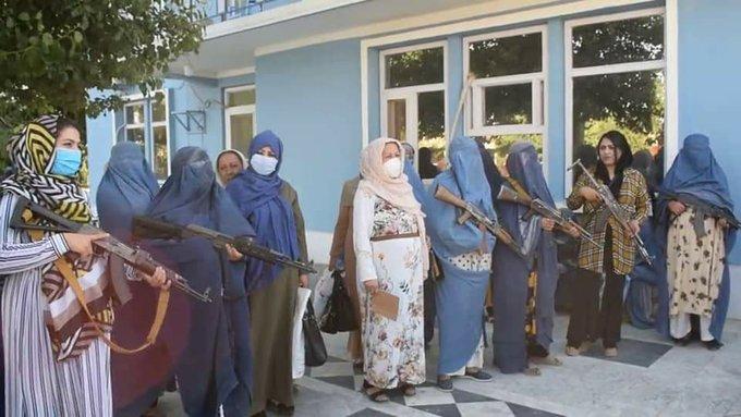 زنان افغانستان برای مبارزه با طالبان دست به اسلحه شدند+عکس