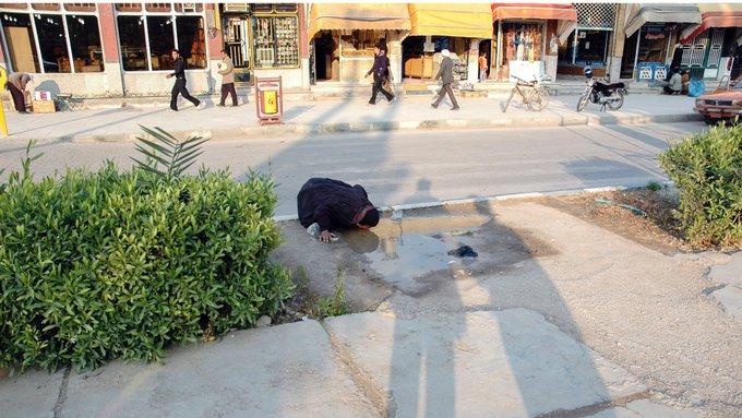 تصویر جنجالی از زن خوزستانی قدیمی از آب درآمد+عکس