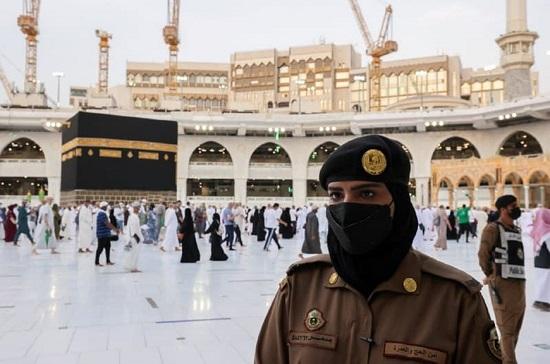 پلیس زن عربستان در حج دیده شد+عکس
