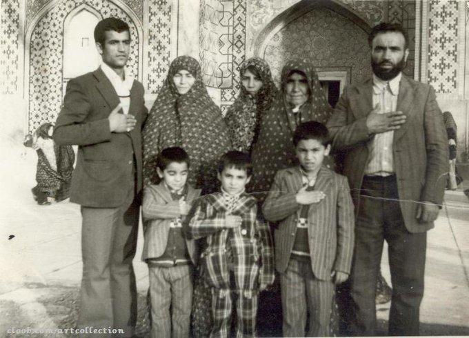 عکس خانوادگی در حرم امام رضا (ع) دهه ۵۰