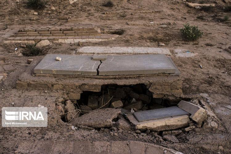 تصاویر ترسناک از ریزش قبرها در سمنان+عکس