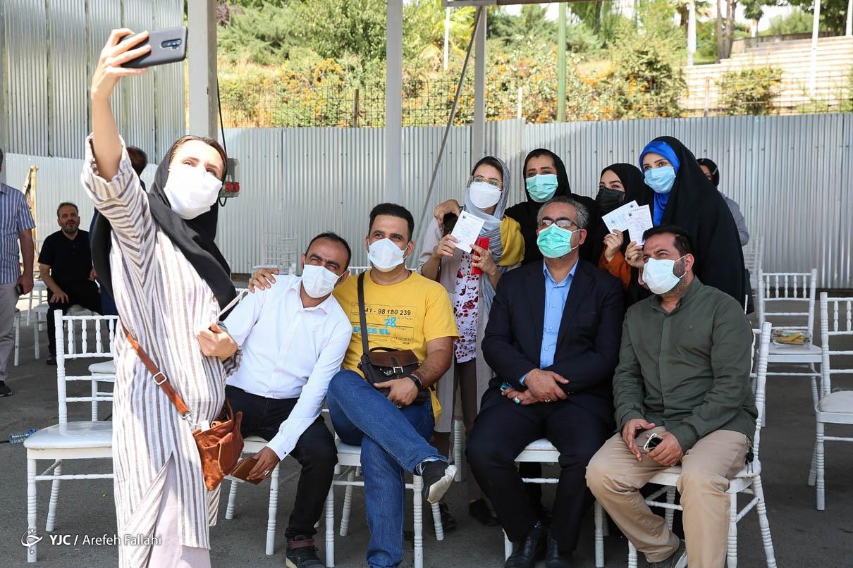 مرد جنجالی وزارت بهداشت هم واکسن زد+عکس