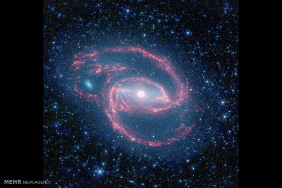 کشف نور در پشت یک سیاهچاله برای اولین بار!