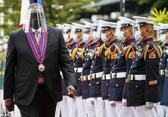 ماسک مسخره وزیر دفاع آمریکا باعث خنده همه شد+عکس