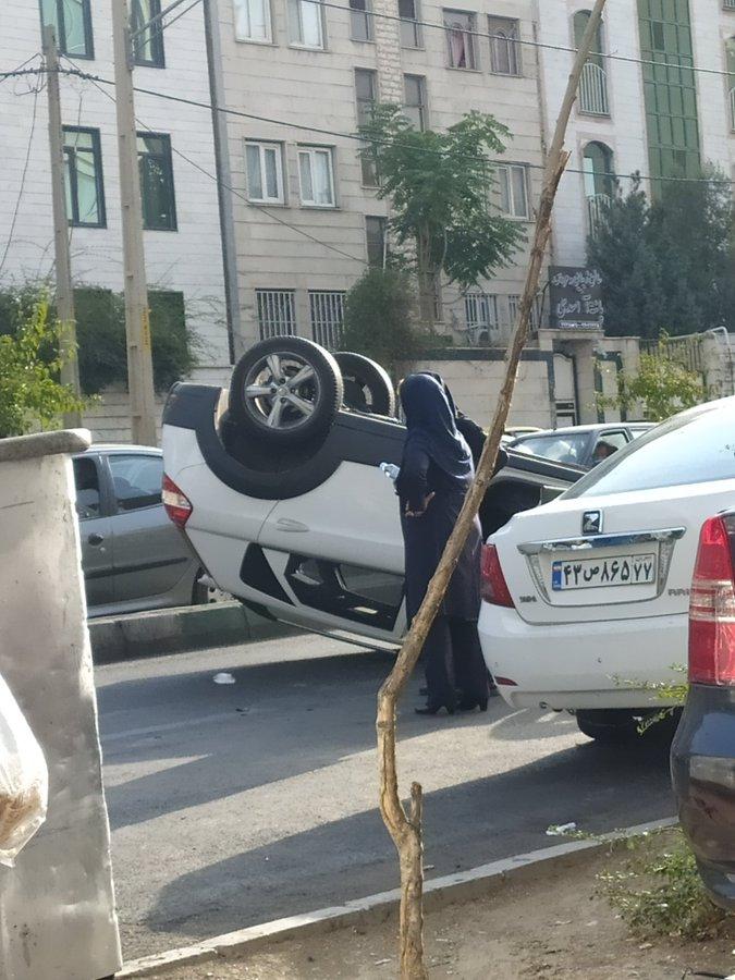 صحنه یک تصادف عجیب در تهران سوژه شد+عکس